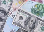 EUR/USD falls sharply, as investors await critical U.S. jobs report
