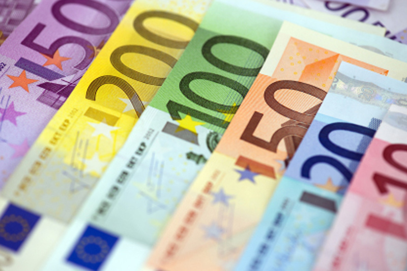 ЦБ РФ установил курс евро на сегодня в размере 71,6409 руб.