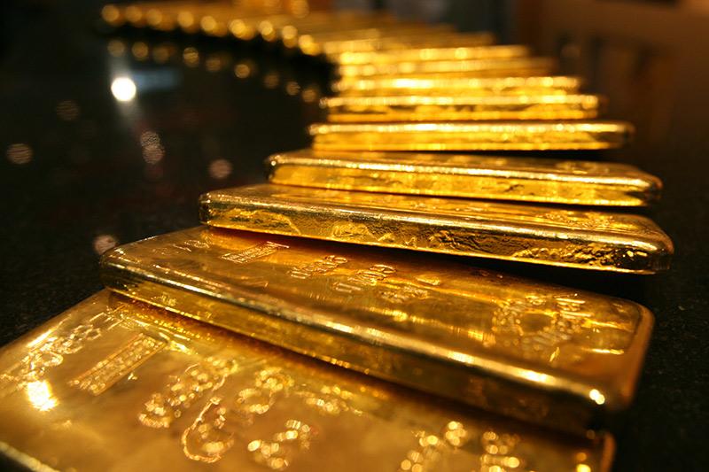 El oro sube un 1,42 % y cierra en 1.135 dólares