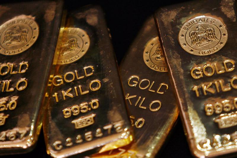 Oro pressoché invariato vicino al minimo di una settimana in attesa dei dati USA