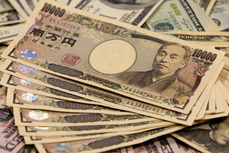 Yen up in early Asia
