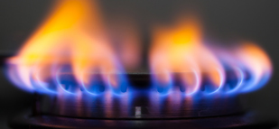 Natural gas extend losses on U.S. stockpile report