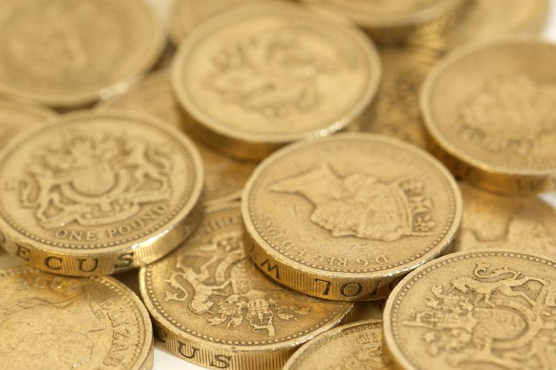 Пара GBP/USD опускается, несмотря на британский позитив