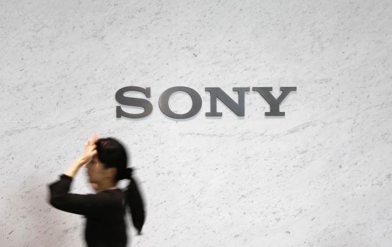 © Reuters. Логотип Sony Corp в центральном офисе компании в Токио