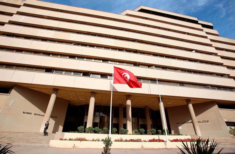 © Reuters. المركزي التونسي يبقي سعر الفائدة الأساسي دون تغيير عند 4.25%