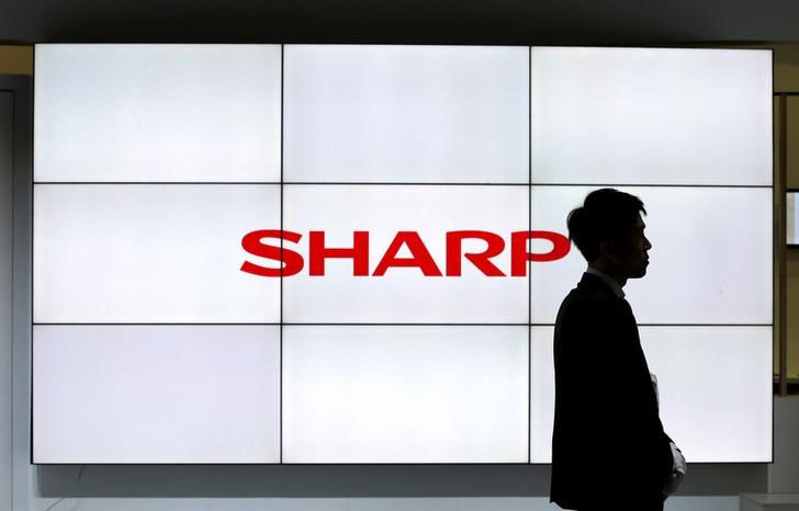 © Reuters. Logo of Sharp Corp is pictured at CEATEC JAPAN 2016 in Chiba