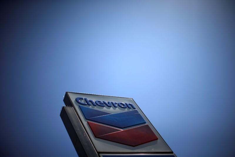 © Reuters. Chevron (CVX)'s logo is seen in Los Angeles