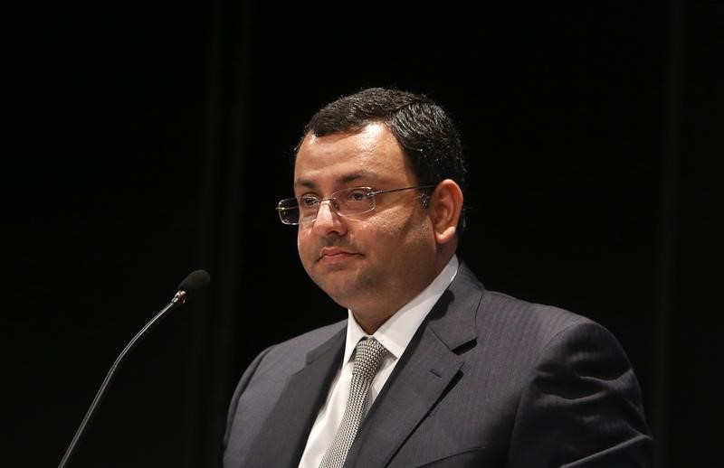 © Reuters. Tata Group Chairman Cyrus Mistry speaks to shareholders during TCS annual general meeting in Mumbai
