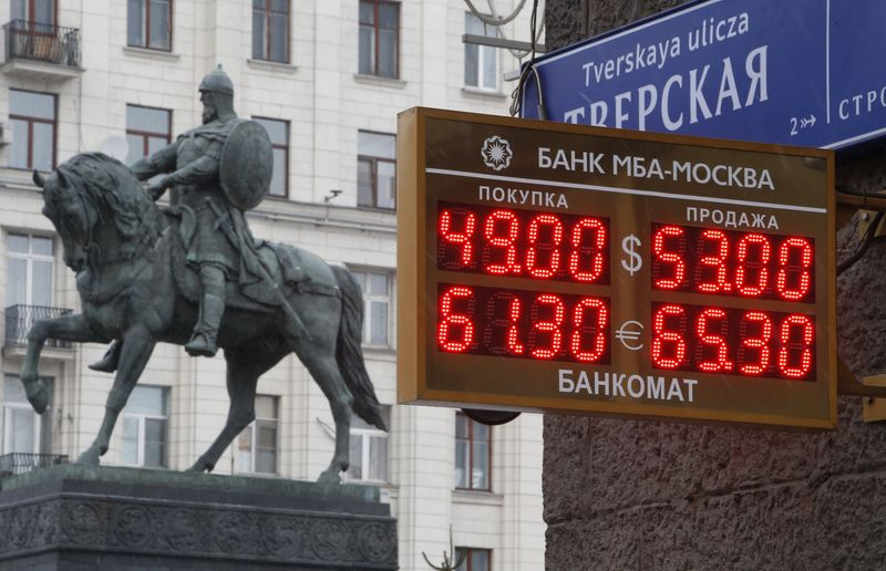 ЦБ помог рублю сохранить лицо перед посланием Президента