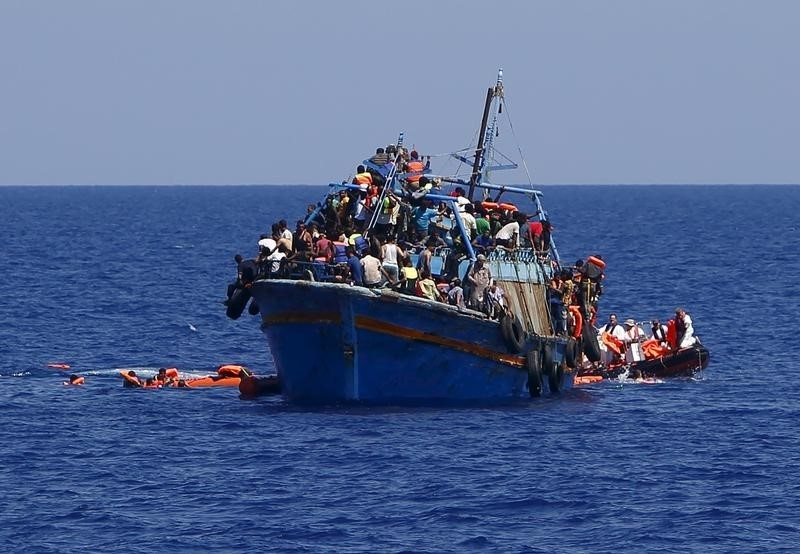 Hallan a unos 50 inmigrantes muertos en un barco frente a las costas de Libia