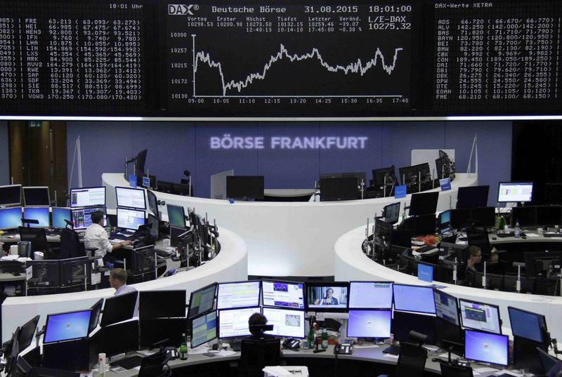 Las bolsas europeas cierran con caídas y sufren el peor mes desde agosto 2011