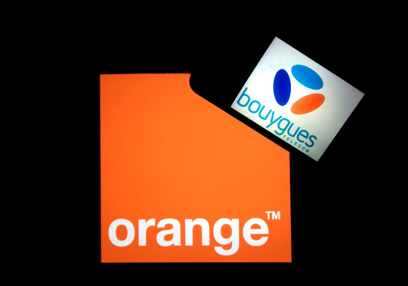© Reuters. Company logos for Orange, on a tablet screen, and Bouygues Telecom, on a mobile phone screen, are seen in this illustration photo taken in Nice