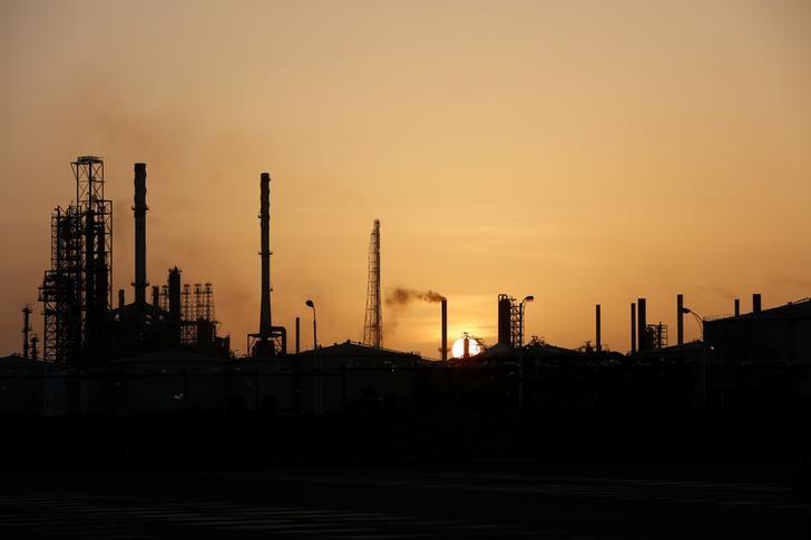 Нефть дешевеет, остается вблизи 3-месячных минимумов