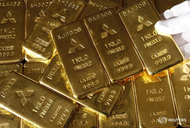 Золото дешевеет на фоне усиления доллара