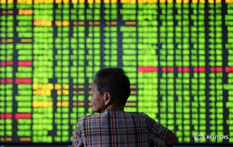 Китайский фондовый рынок закрылся снижением, акции Гонконга не изменились