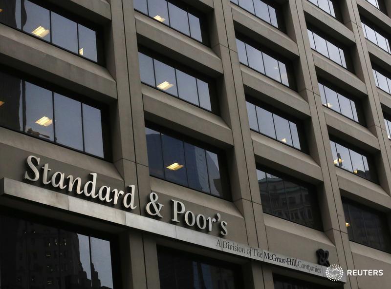 S&P считает маловероятным изменение рейтинга РФ до марта 2017 года