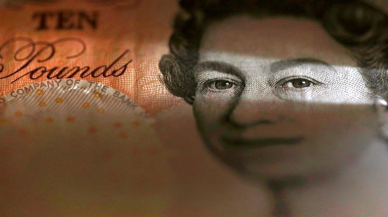 "Фунт обрушился до минимума 30 с лишним лет из-за страхов о ""жестком"" Brexit"