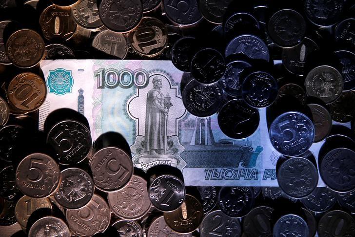 Рубль подрос на фоне дорожающей нефти и паузы в долларовом ралли