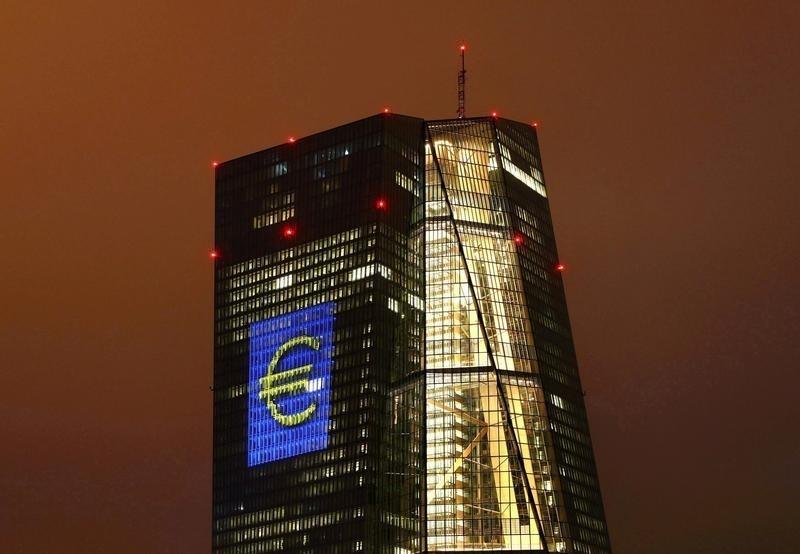© Reuters. BCE mantendría política sin cambios y prepararía terreno para alargar estímulo