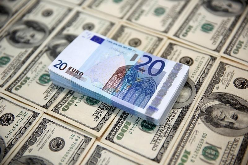 Доллар устойчив после миролюбивых комментариев Драги