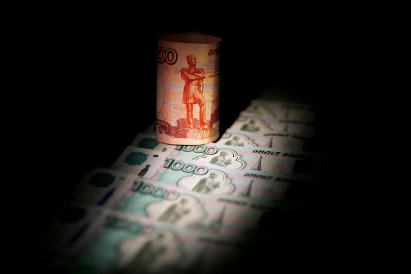 Рубль подрастает с оглядкой на налоги, форекс и нефть