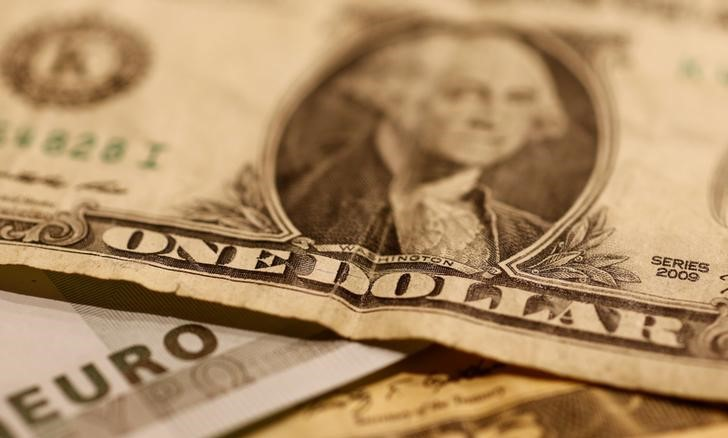 Доллар у 8-месячного пика благодаря ожиданиям подъема ставки ФРС