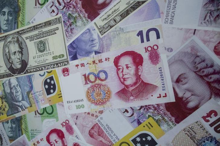 Китайский офшорный юань обновил шестилетний минимум к доллару